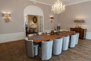 Esszimmermöbel, Stühle, Tische, Lampen uvm. Accessoires